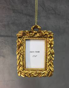 PATTERNED GOLD RESIN HANGING FRAME