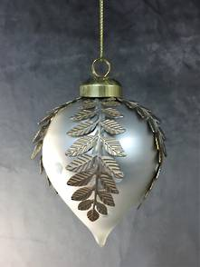 WHITE OPALESCENT GLASS ONION WITH INLAID FERN