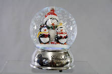 100MM PENGUIN SNOWGLOBE WITH BLOWING SNOW & MULTI COLOURED LIGHTS