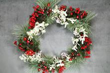 45CMD PINE/BERRY AND FROSTED LEAF WREATH