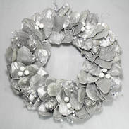 SILVER JACKFRUIT LEAF VINE WREATH