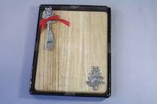 OAK CUTTING BOARD AND SPREADER WITH XMAS TREE MOTIF