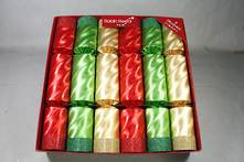 30CM BOX12 RED/GOLD/GREEN METALLIC CRACKERS