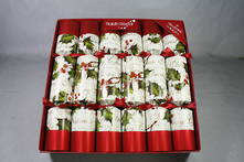 30CM BOX6 RED METALLIC AND HOLLY CRACKERS