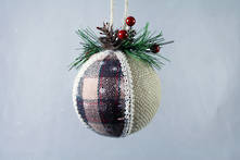 NATURAL AND TARTAN HANGING BALL
