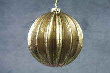 RIBBED GOLD LEAF BALL