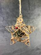 METAL X'MAS STAR SHAPE HANGER W/WRAPPED DECORATION & BERRIES
